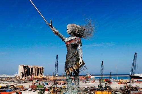A Lebanese artist created an inspiring statue out of glass