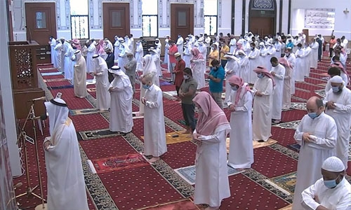 Thousands gather for Friday prayers all over Bahrain