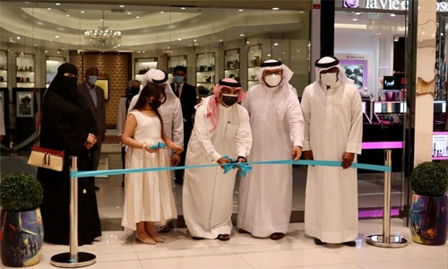 Paintings depicting His Royal Highness' effective leadership go on display at Seef Mall in Muharraq
