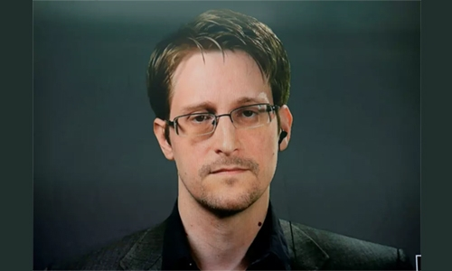 Snowden says he hopes France will grant him asylum