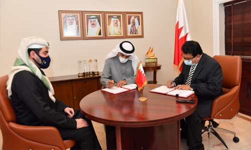 Housing Ministry signs agreement with Al-Namal Contracting and Trading Company to build housing units in Al-Lawzi