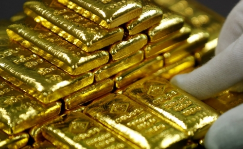 Gold hits record high amid pandemic and US-China tensions