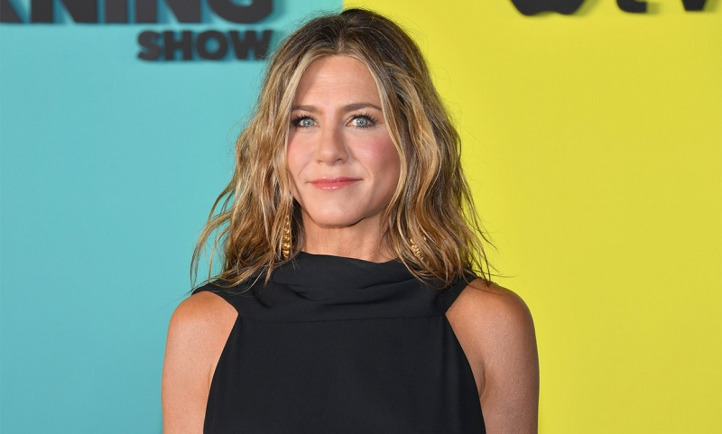 Jennifer Aniston gifts COVID-affected nurse $10K food delivery card