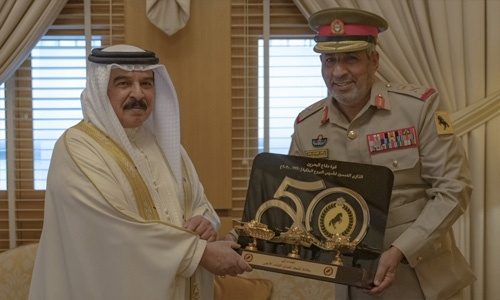 HM King receives Commander of Royal Tanks