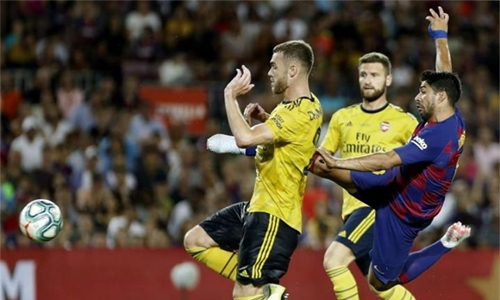Suarez sinks Arsenal in Griezmann's Camp Nou debut