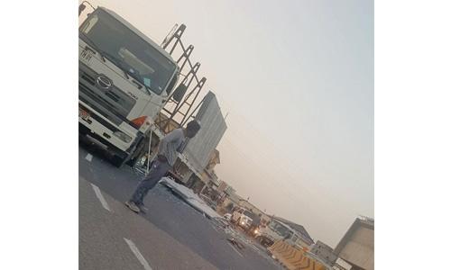 Glass shipment falls off  truck near Nuwaidrat