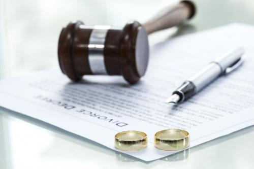 Divorce rates drop in UK