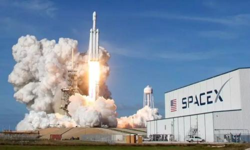 SpaceX to name first passenger to moon
