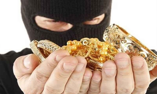 Three Asians held for stealing BD2,300 worth of gold in Juffair