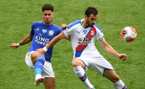 Leicester stay ahead in race for third; Chelsea, Man Utd, Arsenal win