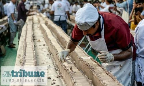 Sweet! Indian bakers make world's longest cake
