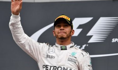 Hamilton edges Rosberg for pole