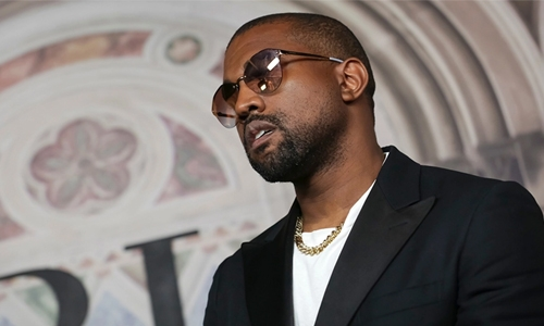 Kanye West caught 'stealing' jewellery