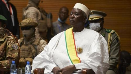 Retired colonel sworn in as Mali interim president