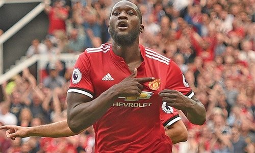 Lukaku double lifts Man United