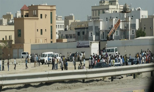 Police stop expatriate workers' march at Sanad
