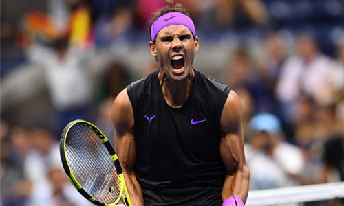 Favourite Nadal advance into semis
