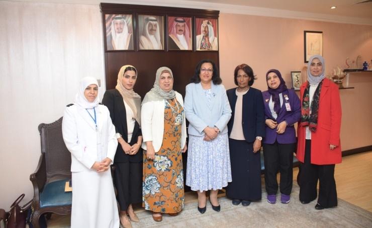 Minister praises professional nursing staff
