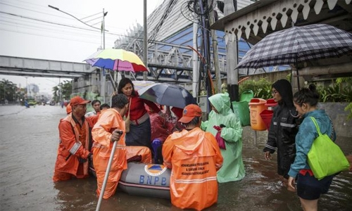 Flooding hits Indonesian capital, one dead