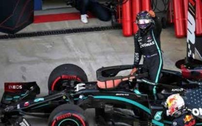 Hamilton takes Sochi pole after 'horrible' qualifying