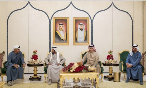 HM King receives Abu Dhabi senior officials