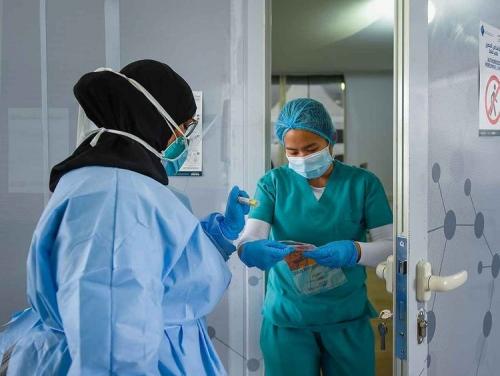 UAE reports 2 deaths, 883 new coronavirus cases