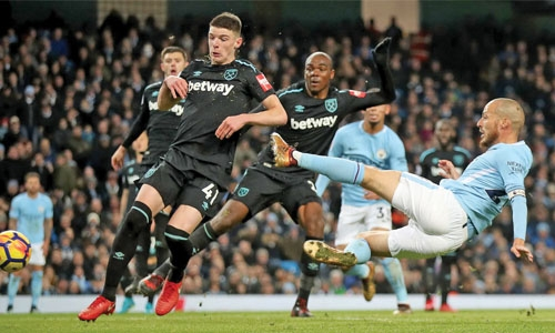 City leave it late to beat West Ham