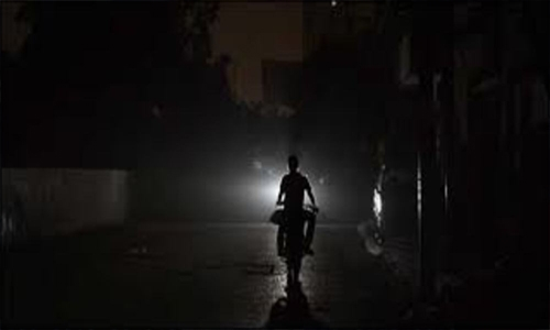 Light returns to Pakistan slowly after blackout