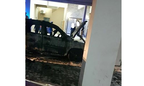 Vehicle, building gutted in Riffa