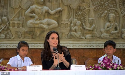 Jolie to unveil Khmer Rouge film in 'second home' Cambodia