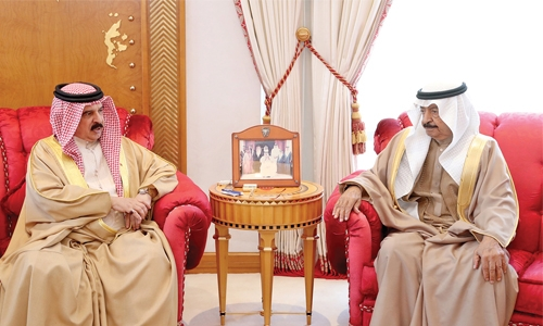 King, PM review national issues