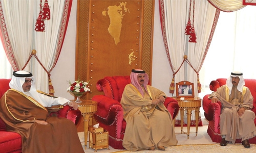 King receives PM, Crown Prince