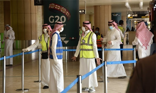 Saudi to ban unvaccinated people from entering public places from August 1