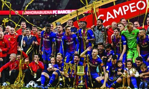 Barcelona lift Copa del Reay trophy