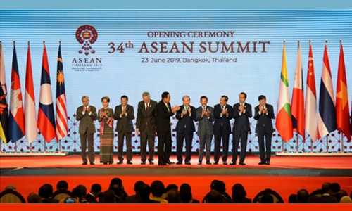 Protectionism slammed as SE Asian leaders rally to trade pact