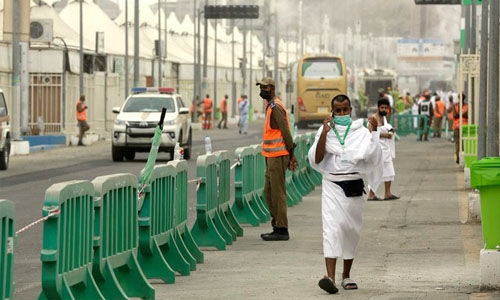 Pilgrims spend first day of Hajj worshipping in Mina