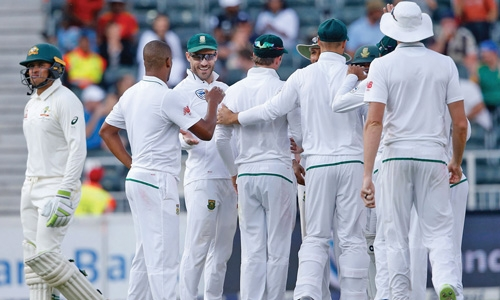 South Africa ramps up pressure on troubled Australia
