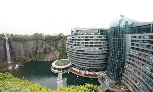 China opens luxury hotel in a disused quarry