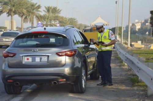 475 violate traffic rules, drive on hard shoulder