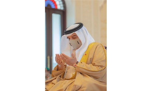 His Majesty the King, Royal family members, perform Friday prayers
