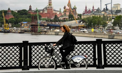 Pedal power sways Muscovites despite perils