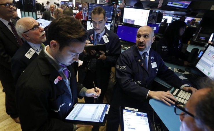 Asian shares slip after US stock tumble amid trade tensions