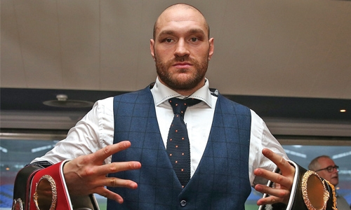 Tyson Fury declares himself 'the king'