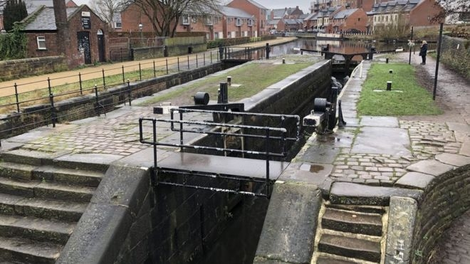 Boy, 15, dies after being rescued from Ashton Canal