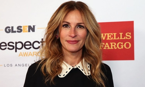 Julia Roberts tried playing matchmaker for Connie Britton
