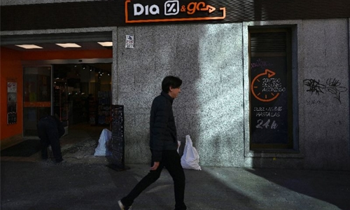 Spanish supermarket Dia to slash jobs after 'turbulent' year