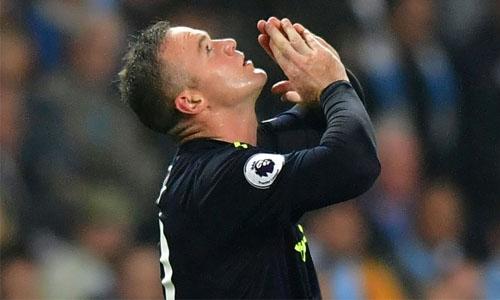 Rooney scores 200th Premier League goal