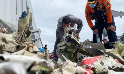 Indonesia retrieves 'black box' from crashed plane