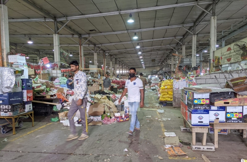 The start of sterilization of the central market in Manama within the measures to combat COVID-19