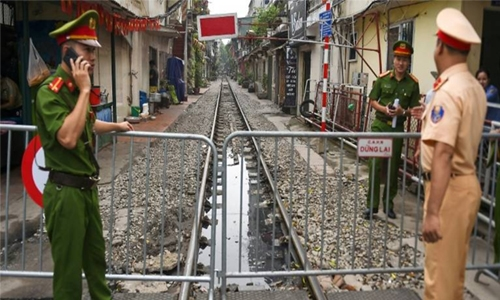 Tourists rail against Hanoi 'train street' ban